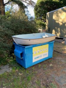 负鼠并不是本垃圾箱里唯一不寻常的东西